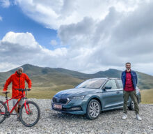 [VIDEO] Skoda Octavia Combi vs Bike: Cine-i mai rapid?